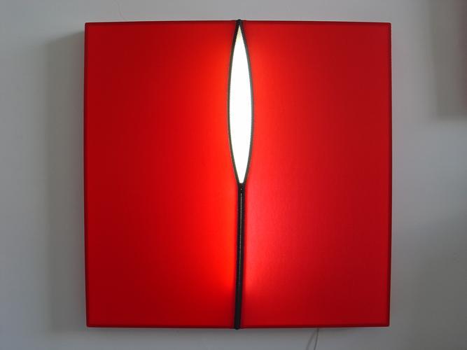 Vinyle rouge sur lumière blanche